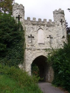 Reigate_Castle_Gateway_-_geograph.org.uk_-_549301